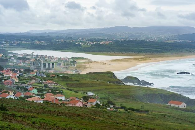 코루아 지방 갈리시아 스페인의 프루세이라 또는 발도비오 해변의 높은 각도 보기