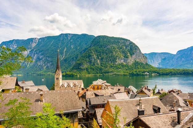 Высокий угол обзора города гальштат в австрии