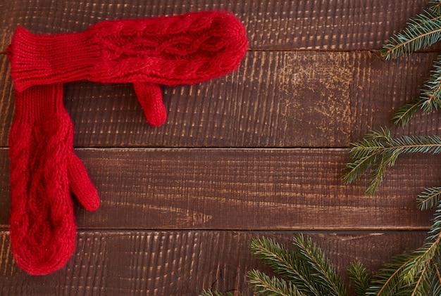 Veduta dall'alto di guanti di lana
