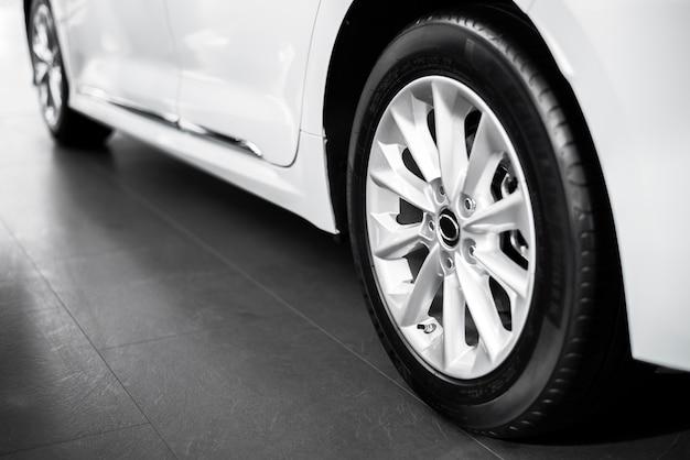 Высокий угол наклона колес автомобиля