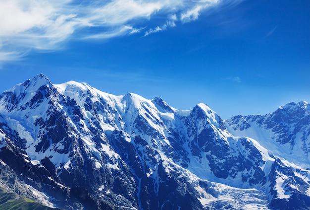 高いコーカサス山脈。 svaneti.georgia。べぜんぎの壁。