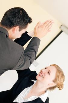 High five для успеха в бизнесе