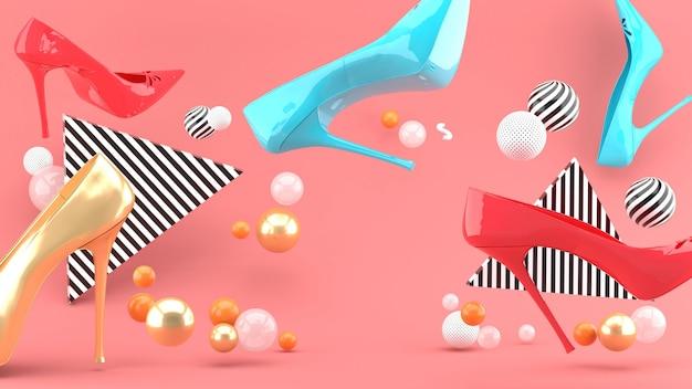 Туфли на высоком каблуке среди разноцветных шариков на розовом пространстве