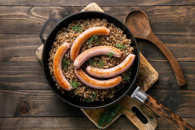 Dettaglio ravvicinato di salsiccia ad alto contenuto proteico