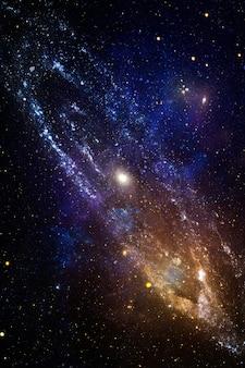 고품질 공간 배경. 폭발 초신성. 밝은 별 성운. 먼 은하. 추상적 인 이미지. 제공된이 이미지의 요소