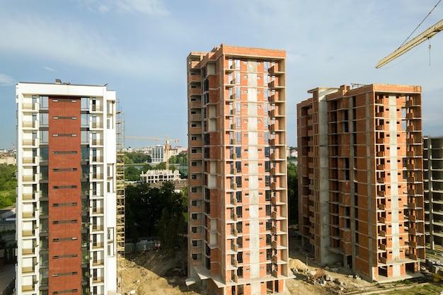 建設中の高層住宅マンション。不動産開発。