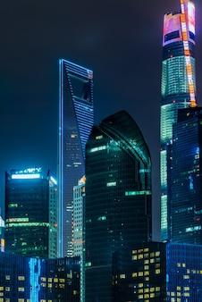 Высотные здания в современном городе