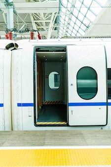 高速鉄道車両ドア