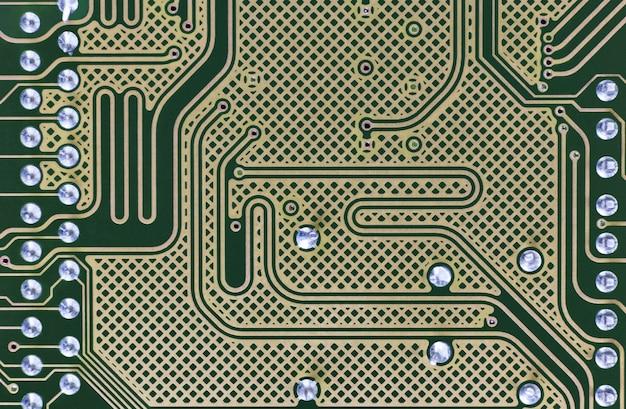 回路基板の裏側とハイテク技術の幾何学的な背景。回路基板のクローズアップ。上面図。