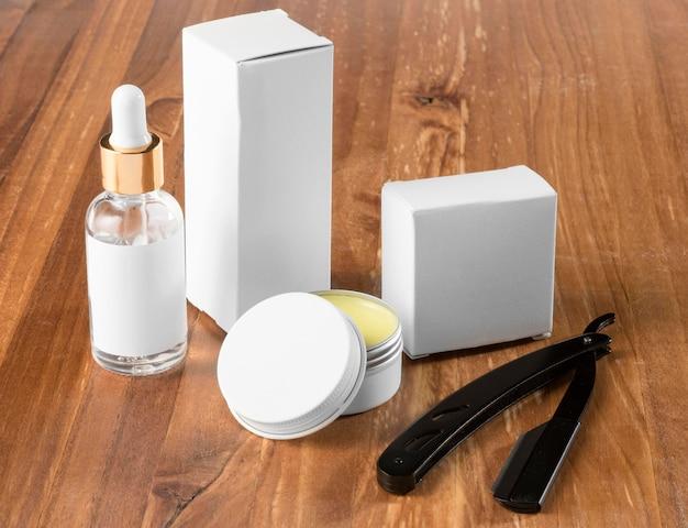 Инструменты и мыло для парикмахерской с высоким видом