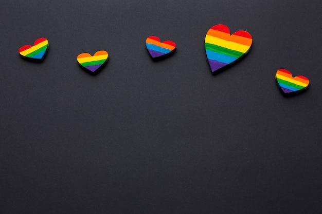 Высокий вид копией пространства черный фон и гордость сердца