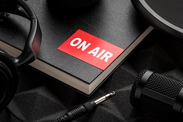 Высокий вид на концепцию эфирного радио