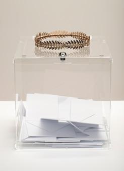 Прозрачная урна для голосования с прозрачной короной