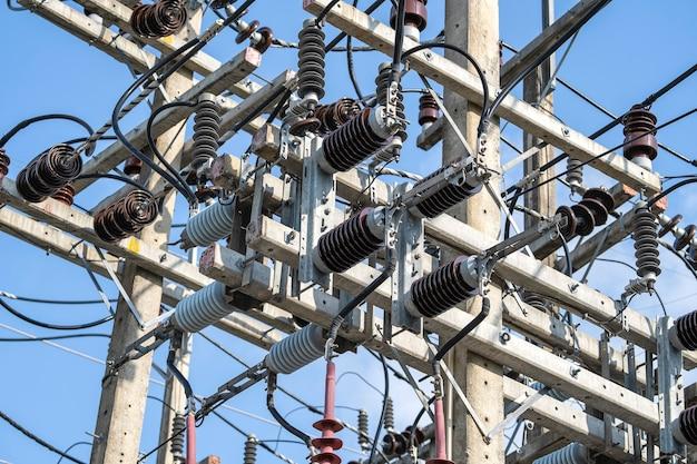 Электрическая изоляция высокого напряжения на подстанции, крупным планом