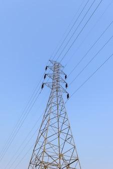 Структура электрического полюса высокого напряжения.