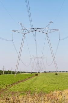 Электропилон высокого напряжения для транспортировки и преобразования высокого напряжения в низкое