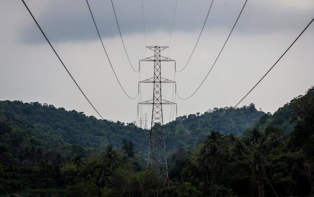 丘の上の高電圧極