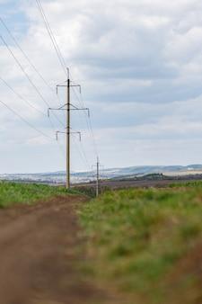 現場の高圧送電線