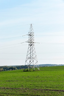 Высоковольтные линии электропередач - удалось изобразить столбы, через которые проходят высоковольтные линии, дневное время, небо,