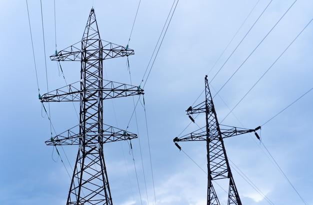 Башни высокого напряжения с проводами
