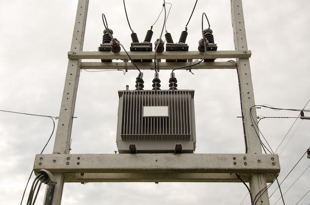 高極の高電圧変圧器