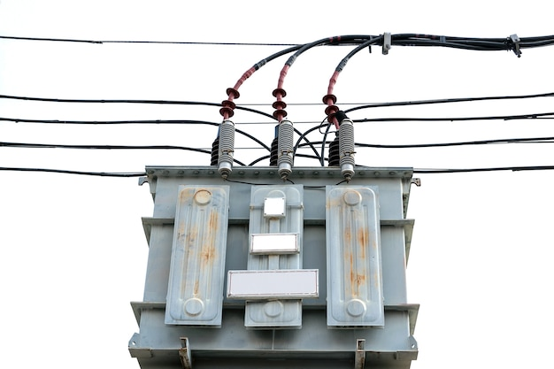 Трансформаторы высокого напряжения на опорах электросети