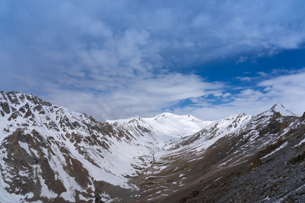 Highest motorable pass of the world in the northern of india