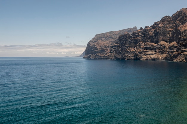 海沿いの絶壁