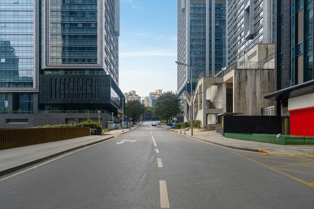 중국 충칭에있는 고속도로 및 금융 센터 사무실 건물