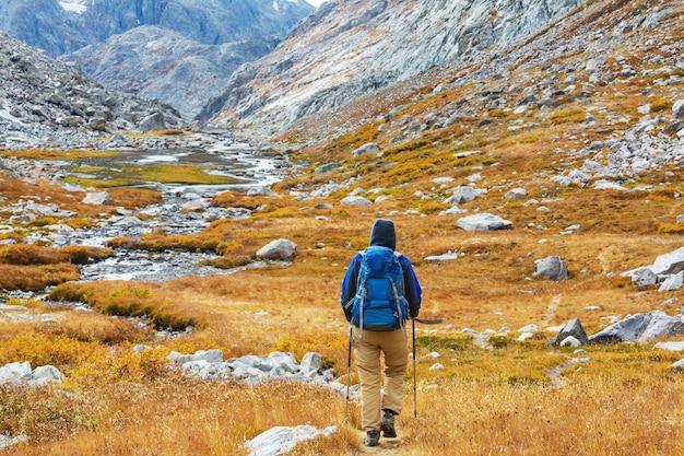가을 산에서 하이킹