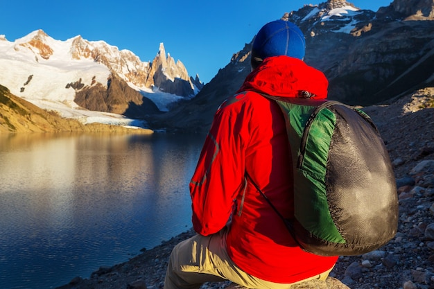アルゼンチンのパタゴニア山脈でのハイキング