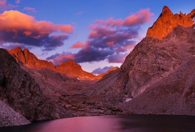 미국 와이오밍의 윈드 리버 산맥에서 하이킹을 즐겨보세요. 가을 시즌.