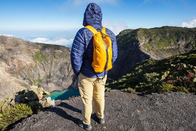 中央アメリカのイラス火山へのハイキング。コスタリカ
