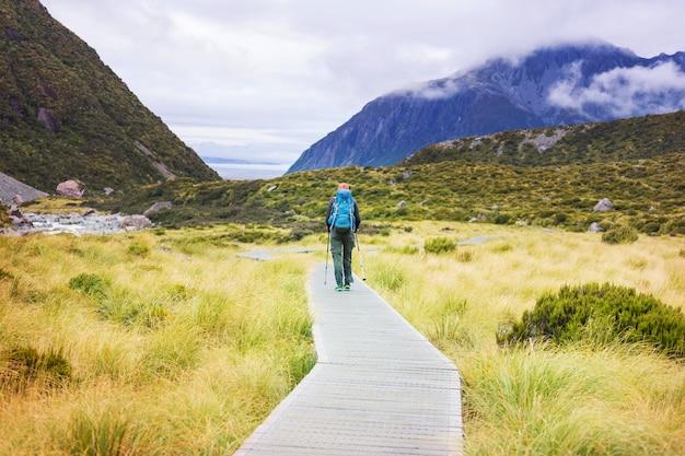마운트 쿡, 뉴질랜드, 남섬 근처의 아름다운 산에서 등산객
