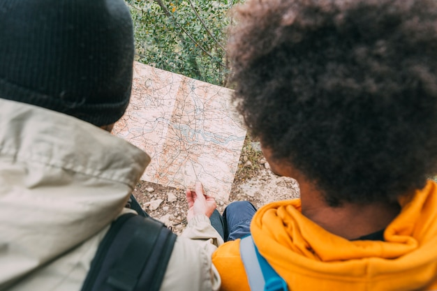 Hiker смотрящ карту