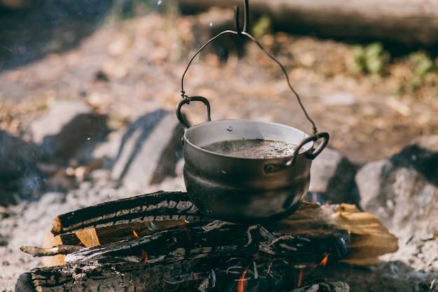 ハイキングポット、焚き火のボウラー。