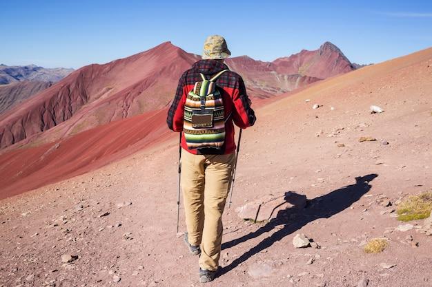 ペルー、クスコ地方のビニカンカでのハイキングシーン。 montana de siete colores、レインボーマウンテン。