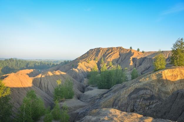 放棄された採石場の丘、放棄された採石場の堤防