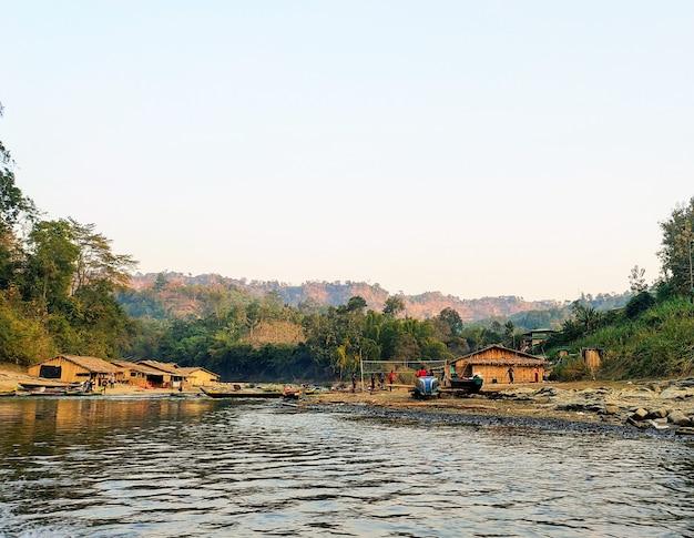 丘の中腹の自然風景写真