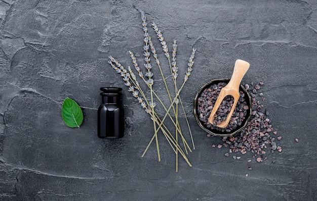 ヒマラヤ黒塩とラベンダーの花