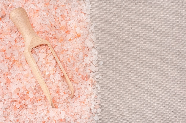 나무 국자에 히말라야 크리스탈 티벳 핑크 굵은 바다 소금