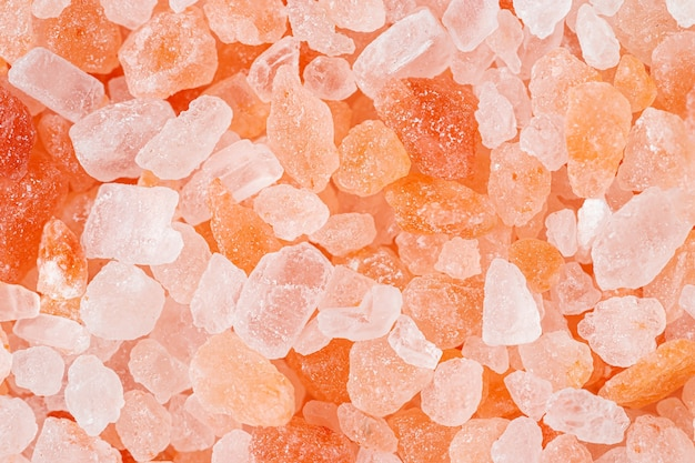 ヒマラヤピンクの塩模様。天然ミネラルの背景。上面図