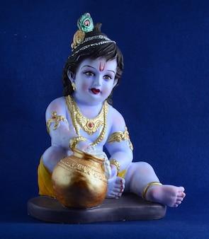 青い表面にヒンドゥー教の神クリシュナ