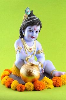 Индуистского бога кришны на зеленой поверхности