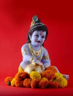 Индуистского бога кришны на красной поверхности
