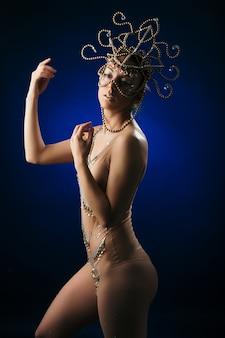 黒と青の光にヒンドゥー教の女神