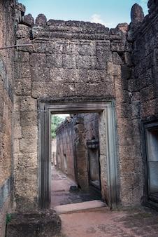 Индуистский храм в стиле ангкор-ват, бантей-самре, сием-рип, камбоджа