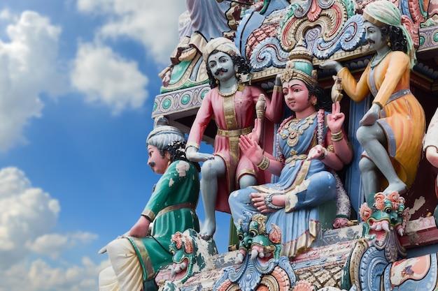Символы индуизма в дневном небе.