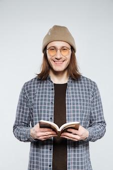 本と眼鏡のヒップスター
