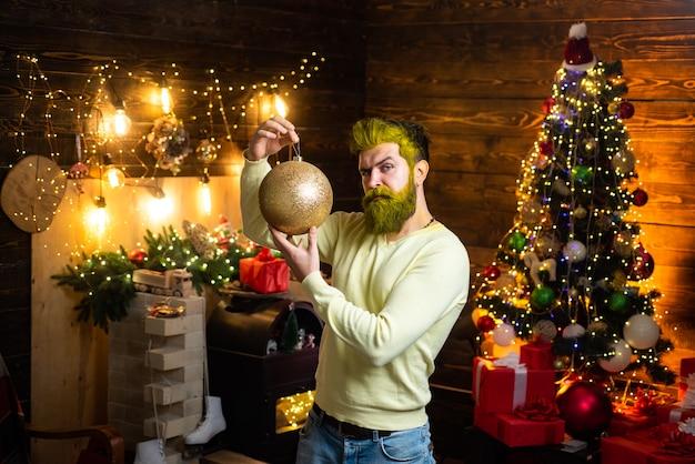 流行に敏感なサンタクロース。男大晦日。メリークリスマスとハッピーホリデー。残忍な肖像画